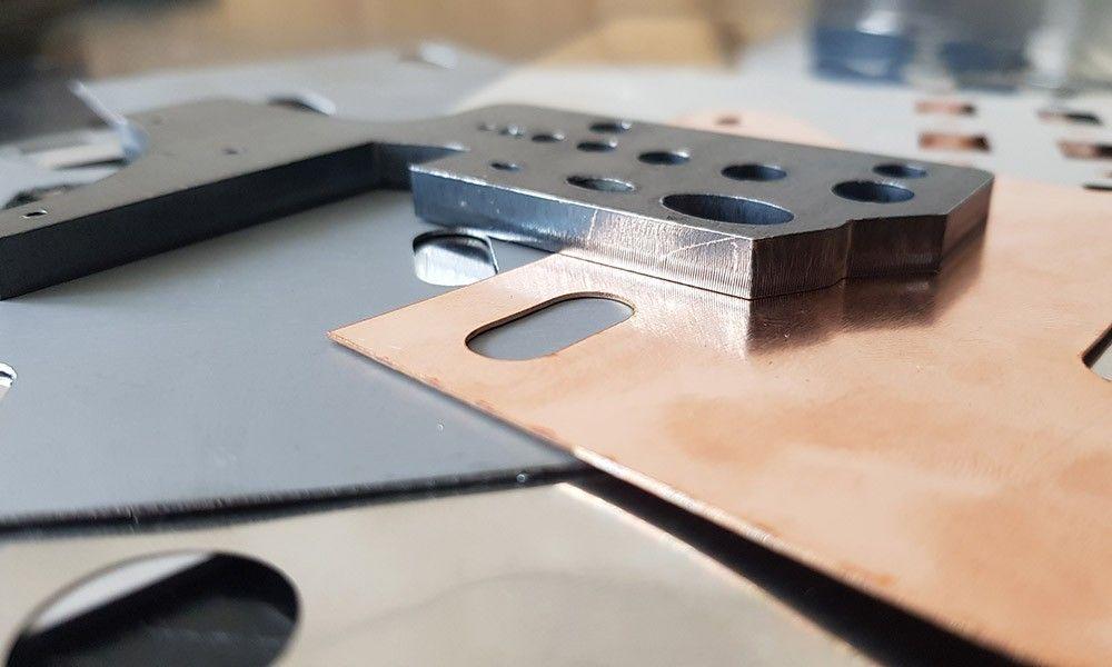 Jakie wycinarki laserowe warto stosować do obróbki blach?